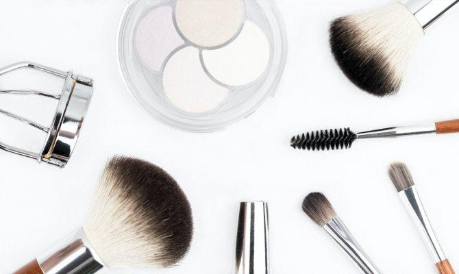 Comprar maquillaje Clarins una línea con productos naturales excelentes para el cuidado de la piel